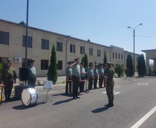 Командующий ПВ В. Саргсян вручил военнослужащим отдела быстрого реагирования отличительные знаки и сертификаты