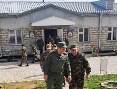Է․ Մարտիրոսյանն այցելել է պետական սահմանը վերահսկող ուղեկալներ